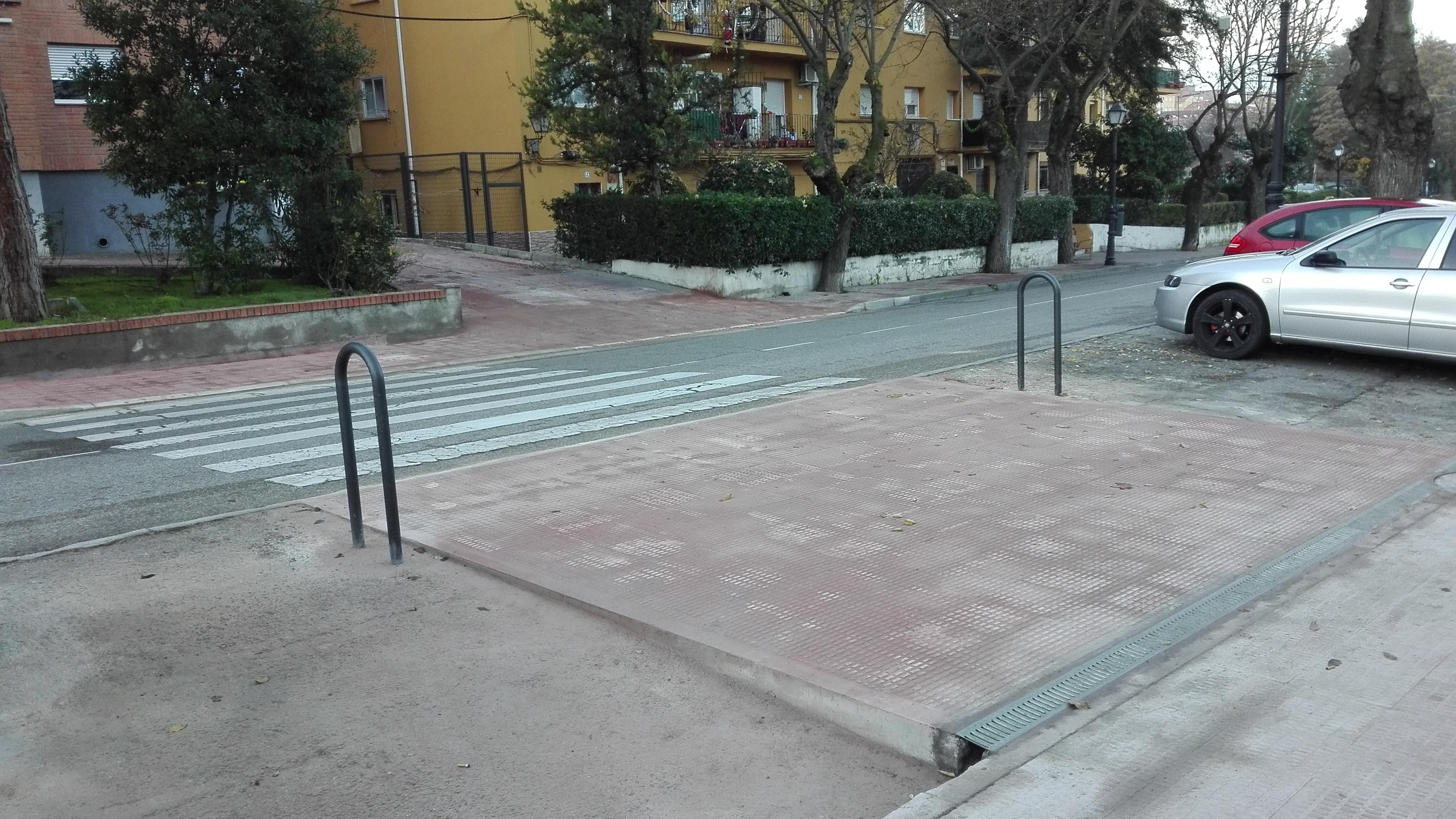 Paso de peatones ubicado en Calle Real